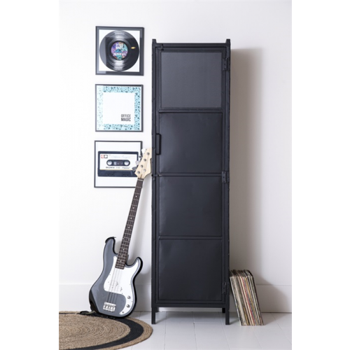 bergkast-boekenkast-ijzer-metaal-industrieel-eleonora-miltonhouse-sfeer